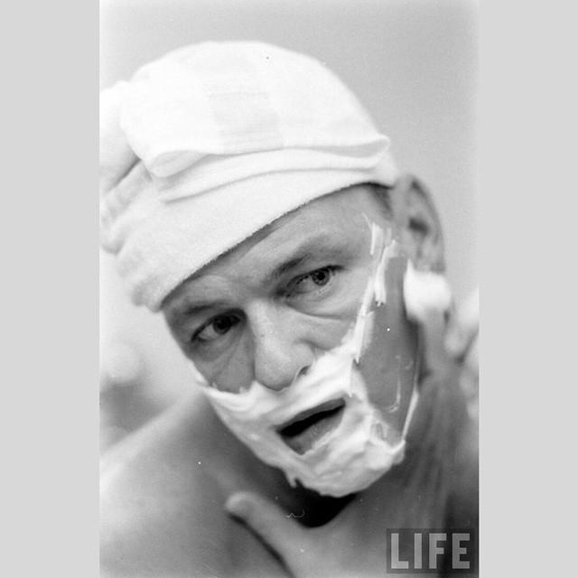 Mornin' mornin'... #franksinatra #morning #shaving #cazhareketi #legend #jazzlegends #jazzmusic #vocalist…